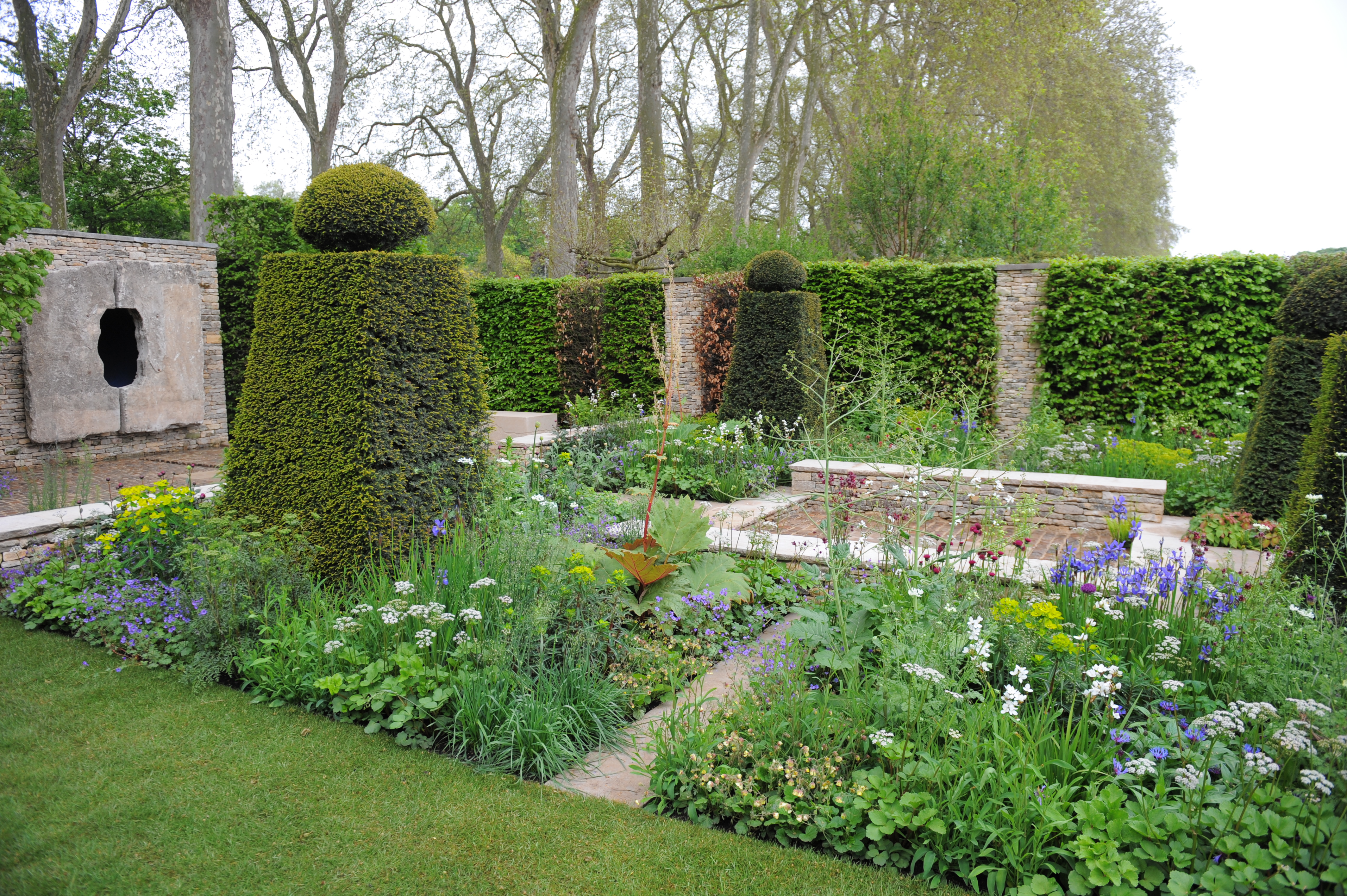 Brewin dolphin garden wins best in show at chelsea for Chelsea flower show garden designs