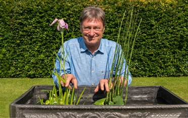 How to care for your bulbs Alan Titchmarsh video Amateur Gardening
