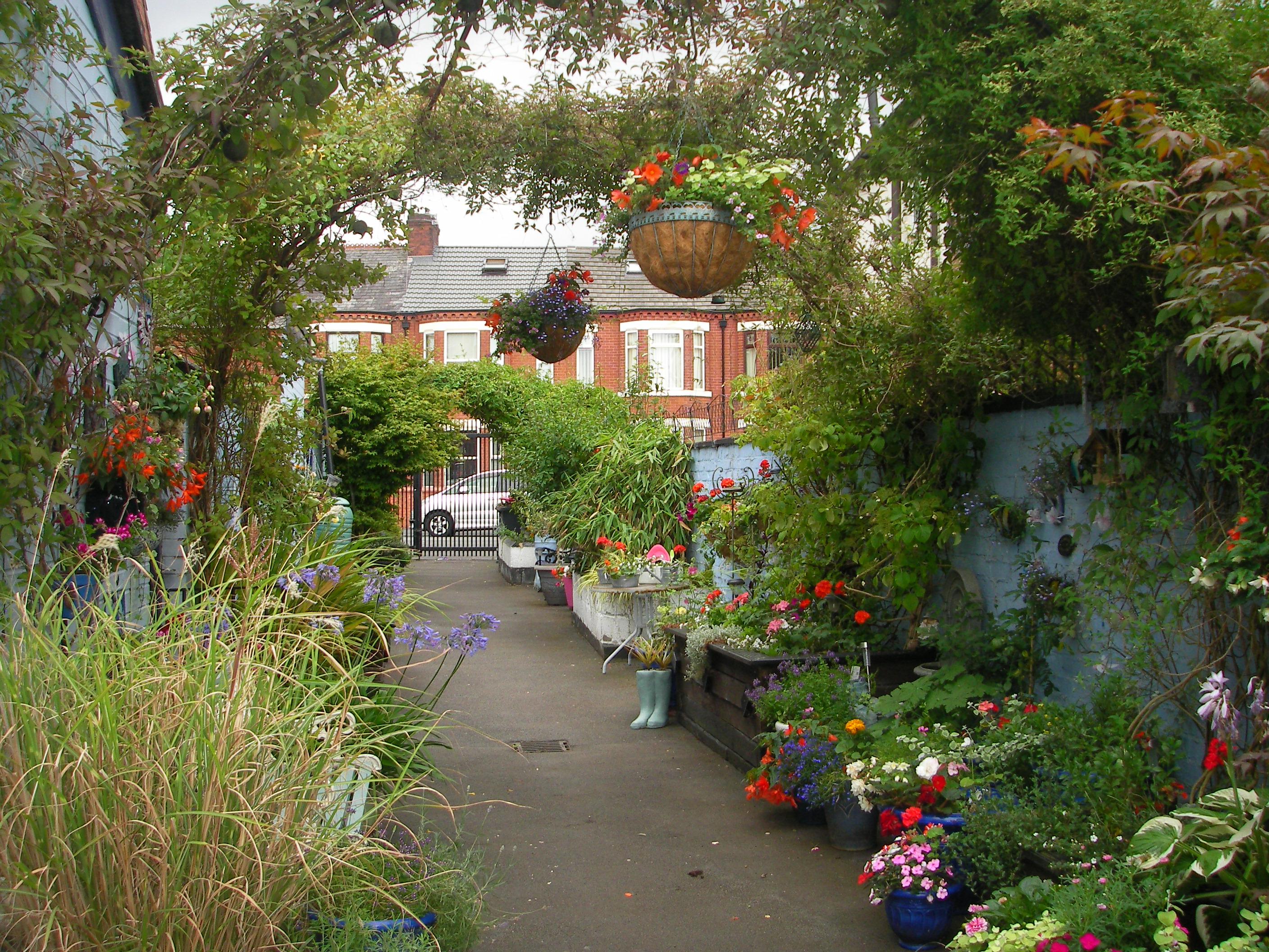Annie street in salford is winner of cultivation street for Love your garden designs