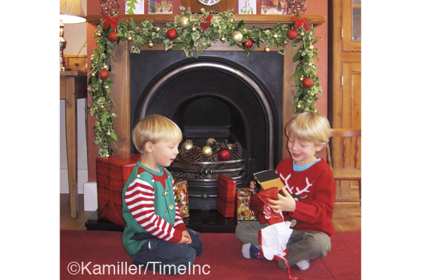 How to make a Christmas fireplace garland - a great project for kids