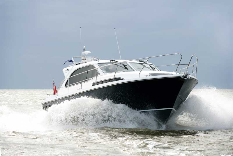 Haines 35 Offshore | Boat test gallery | Motor Boats Monthly