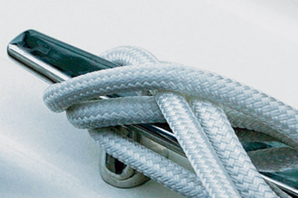 How to tie a cleat knot
