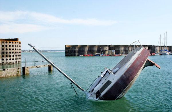 Sinking-yacht boat