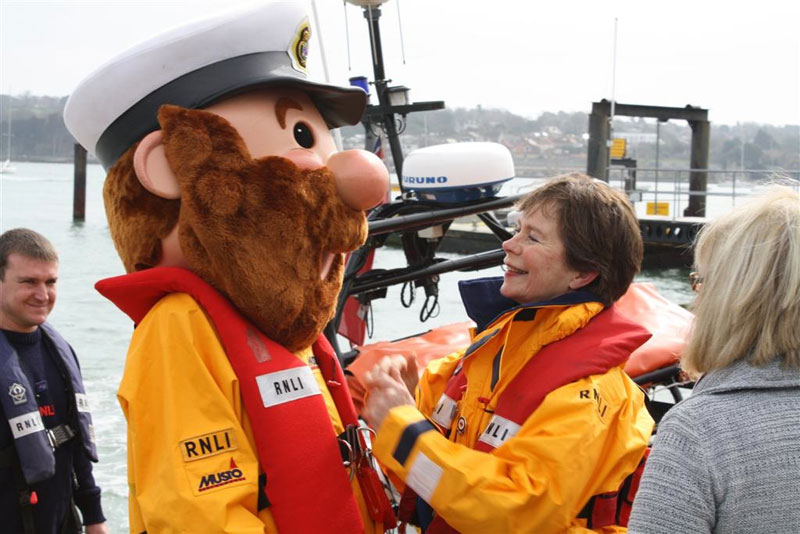 Celia Imrie raises RNLI funds | Motor Boats Monthly