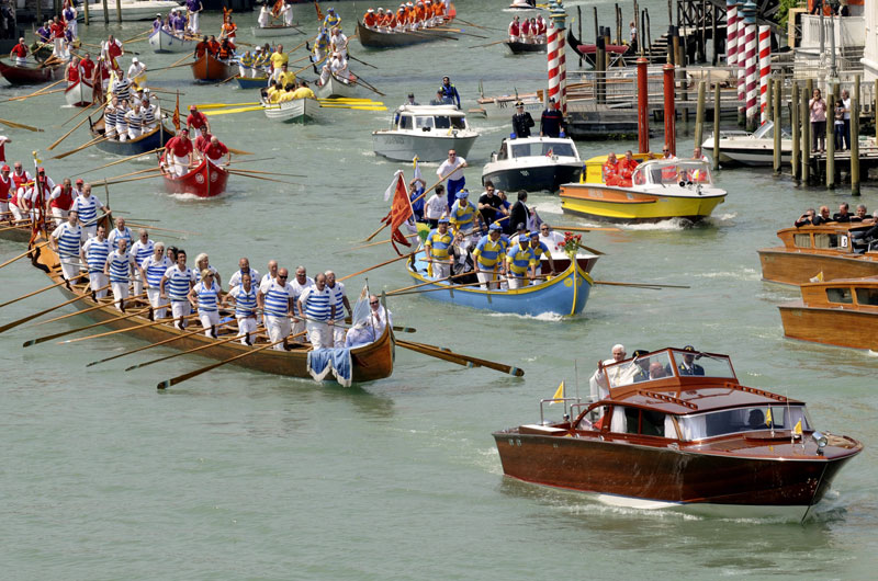 Pope Parade | Best Boating Photos | Motor Boats Monthly