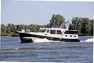 Rhein 42SE | Reviews | Motor Boats Monthly