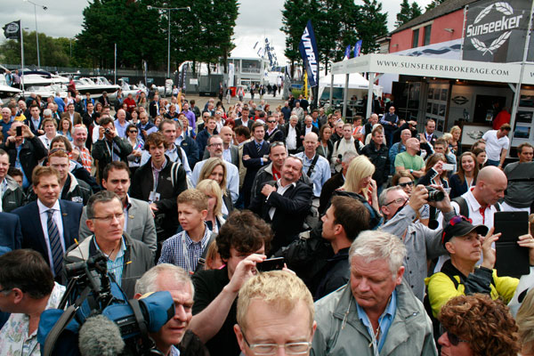 Crowds-gather-at-Sunseeker