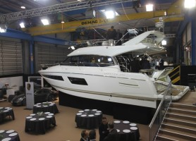 Prestige 450 fly © Motor Boats Monthly