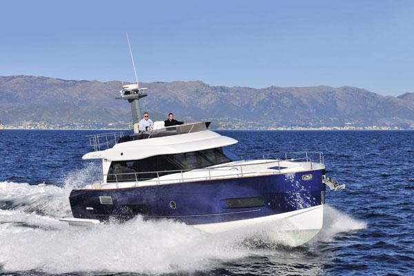 Motor Boat & Yachting   Azimut Magellano 43