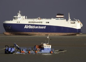 best boating photos ship runs aground.jpg
