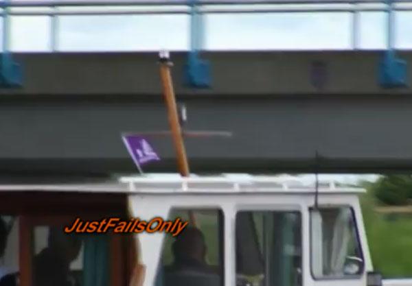 Boat-fail-mast-bridge.jpg