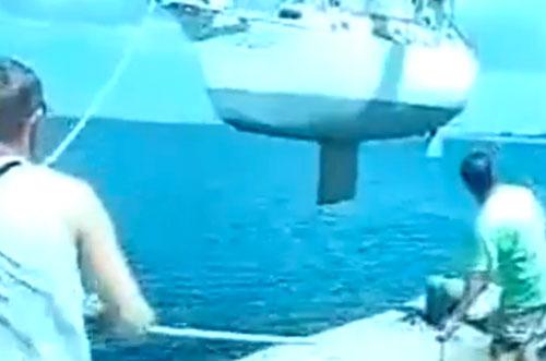 Boat-fail-bad-phsics-and-boat-lifts.jpg