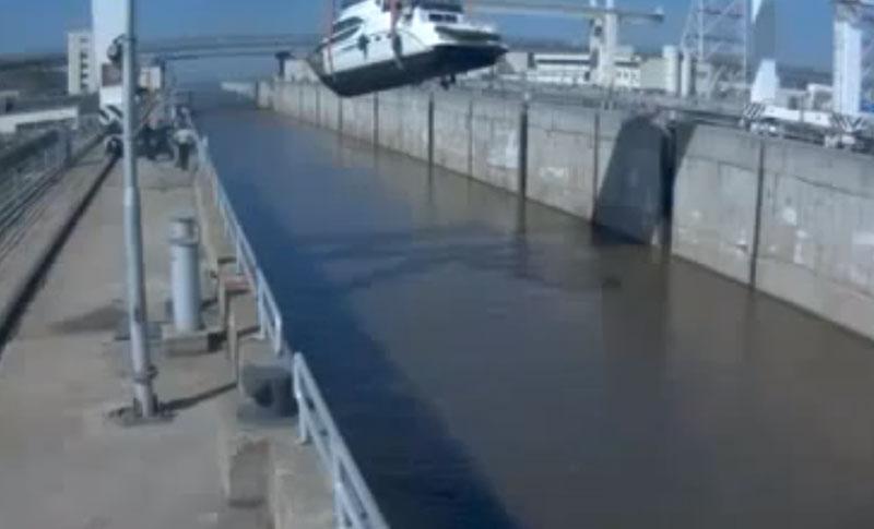 Boat-fail-when-boat-lifts-go-bad.jpg