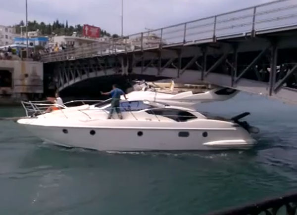 boat-fail-boat-hits-bridge.jpg