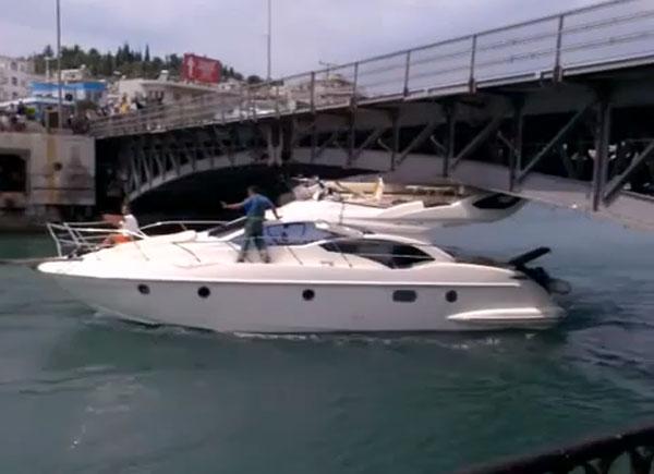 boat-fail-boat-hits-bridge.jpg