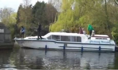 boat-fail-video-broads-cruise.jpg
