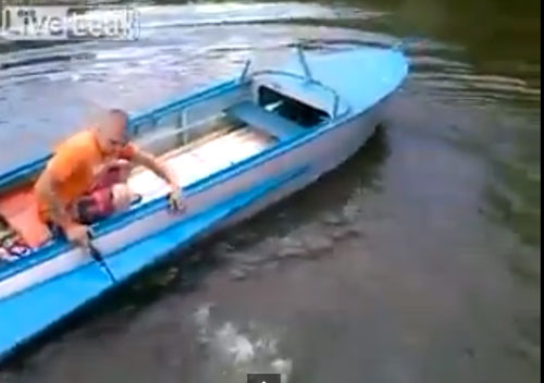 Boat-Fail-lost-engine-overboard.jpg