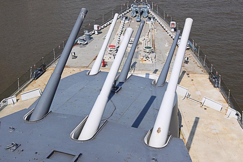HMS-Belfast-guns.jpg