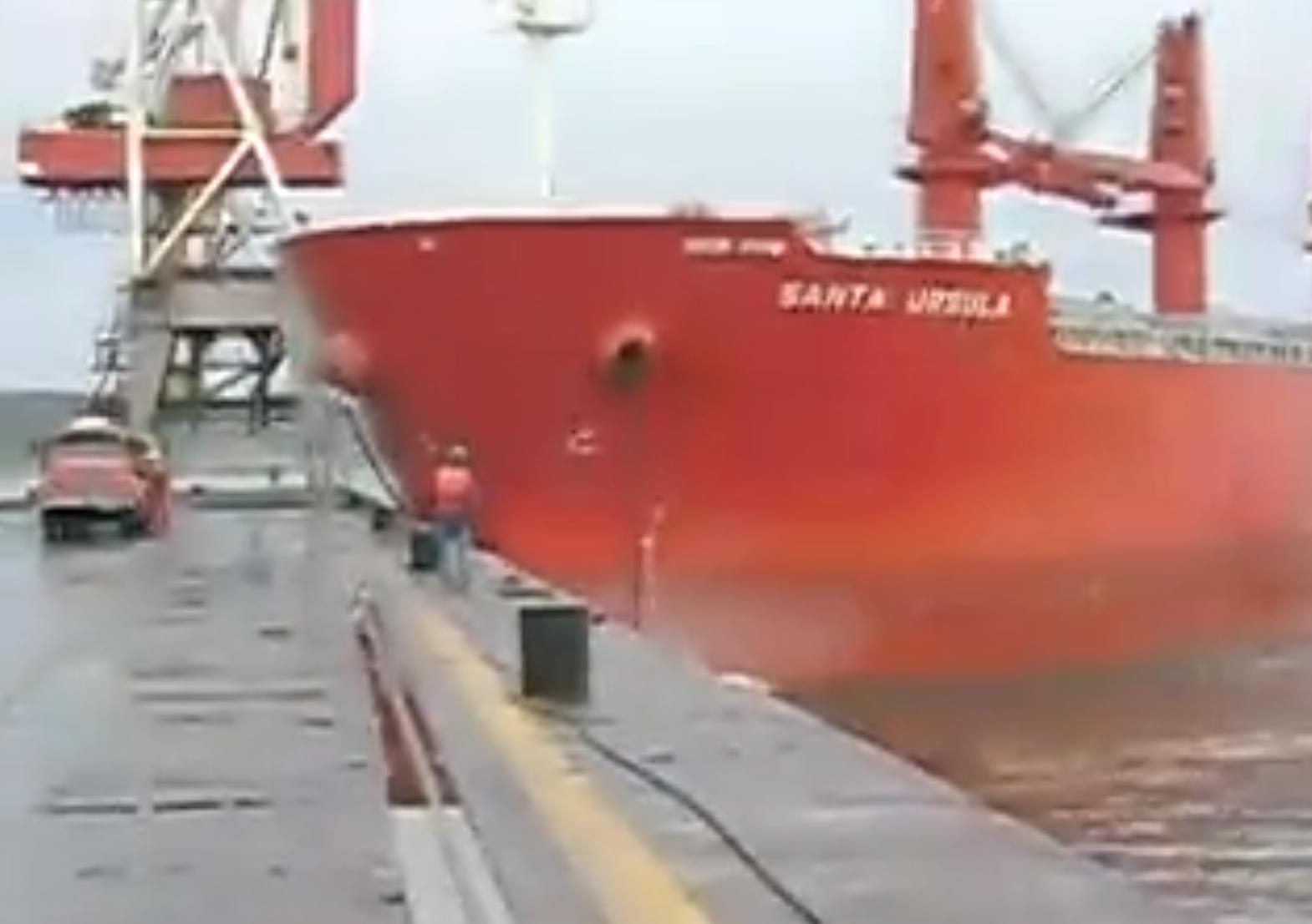 boat fail ship crash