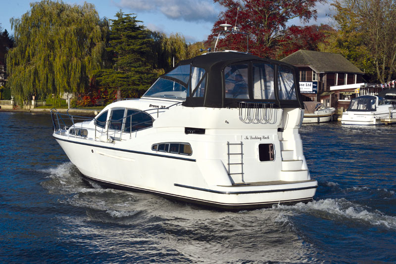 Used boat review broom 35cl motor boat yachting for Used boats and motors