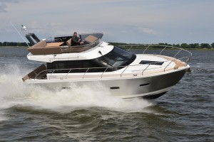 Sealine F380 on test