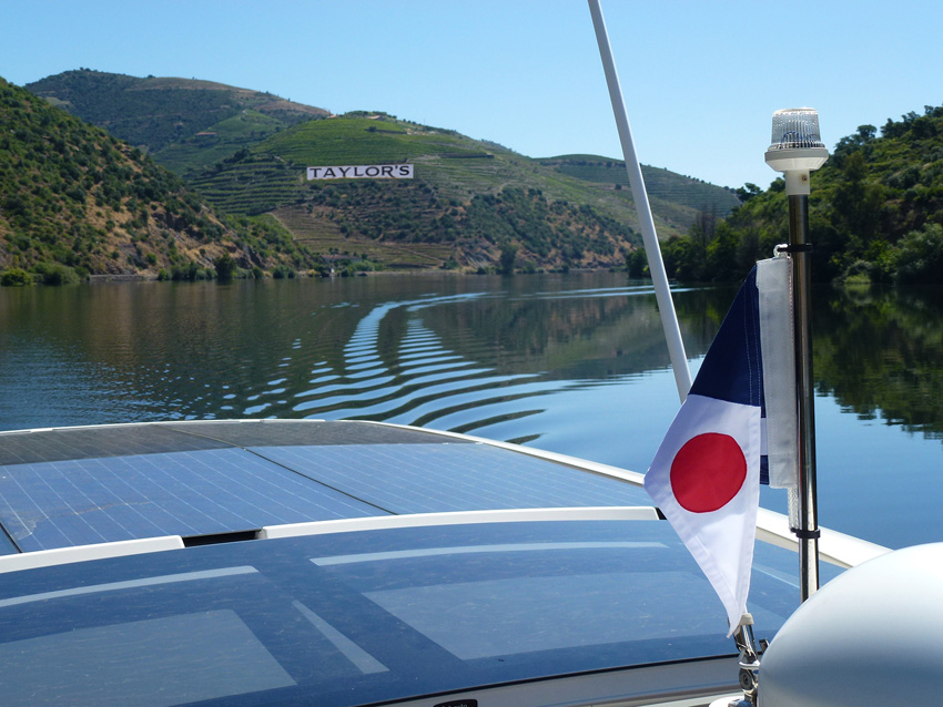 Greenline 33 cruising on Portugal's River Duoro
