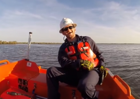 Boat Fail: Rescue boat laugh