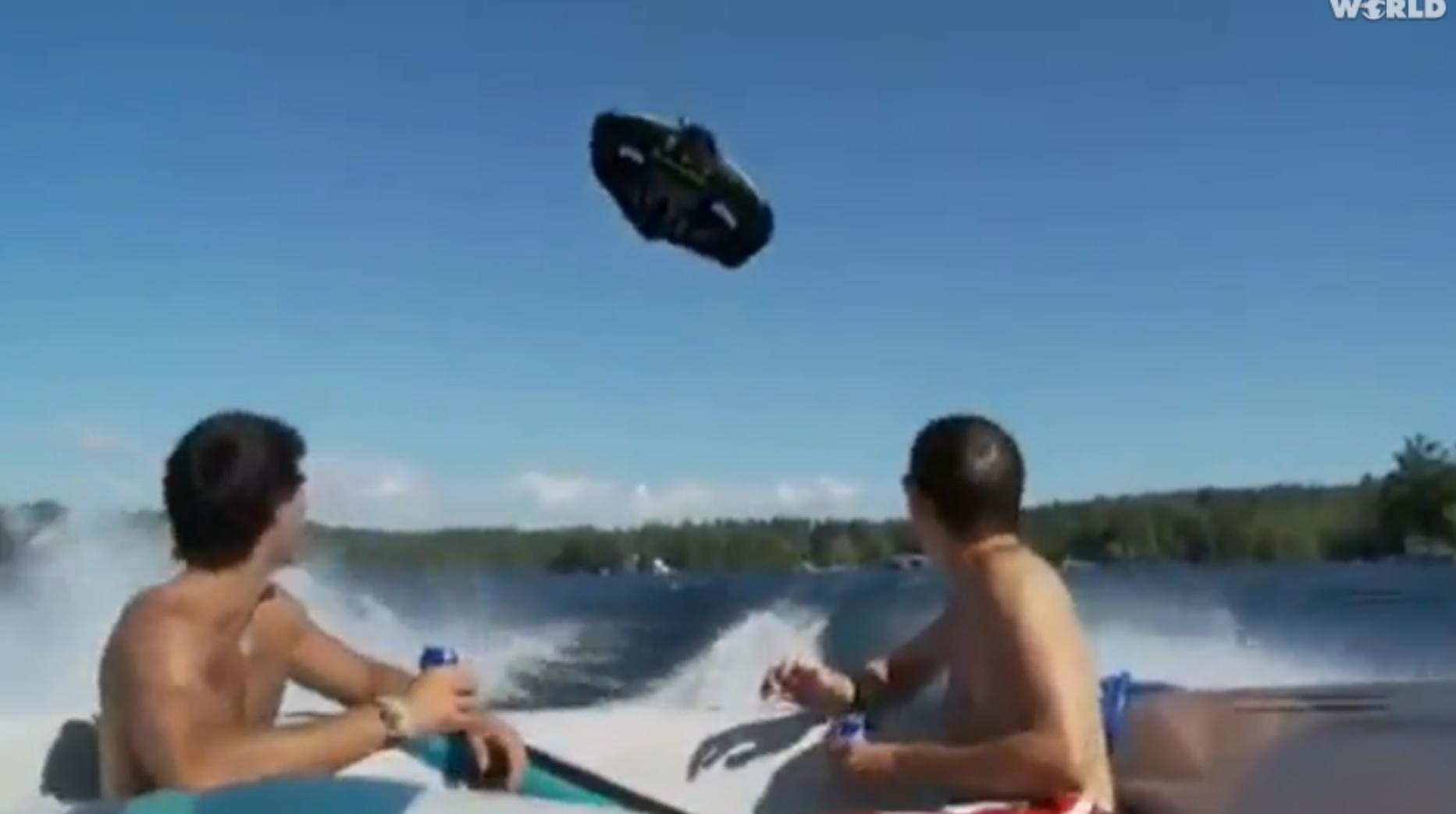 Boat Fail: Kite tube goes wrong