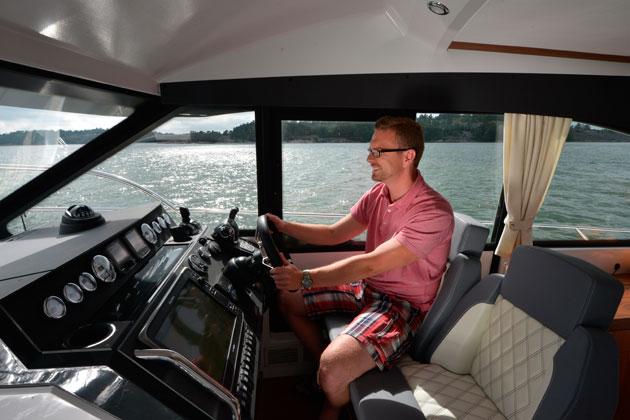 Grandezza 40 CA helm seats