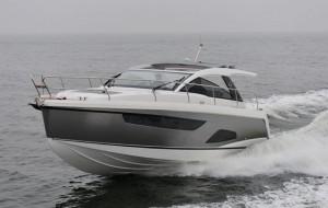 Sealine S330 sea trial