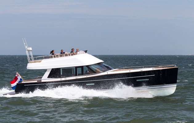 Contest 52MC Flybridge