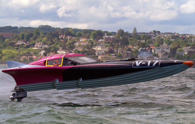 Dan Priestley UIM powerboat racing champion