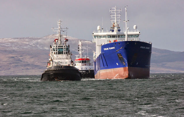 Lysblink Seaways under tow
