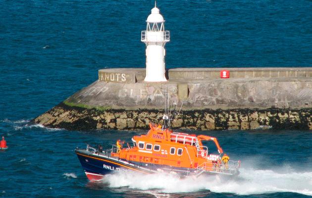 Brixham Lifeboat passes breakwater