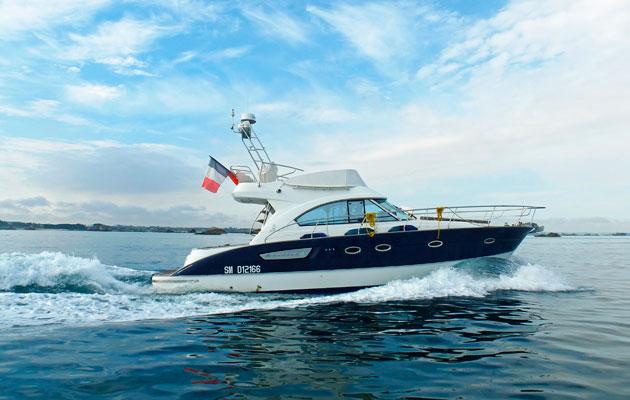 Fast cruising boat Cofare at sea, Beneteau Antares 12