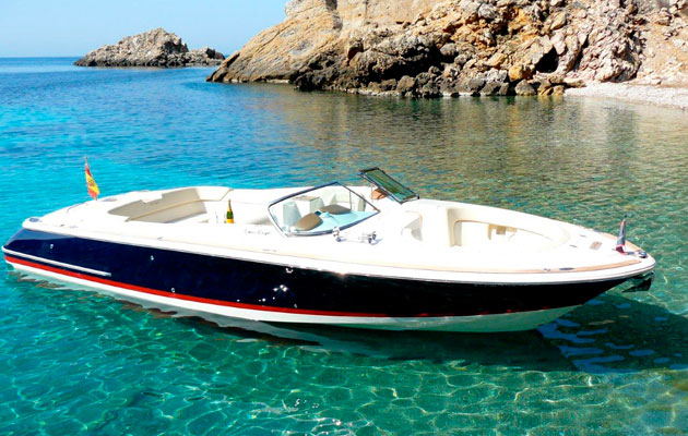 Chris-Craft 28 bareboat charter