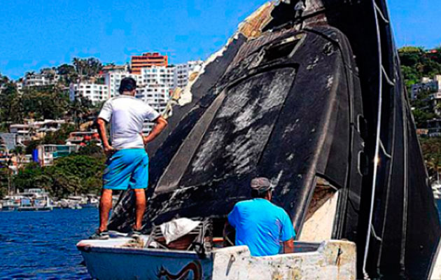 Motoryacht sinks in Hurricane Carlos