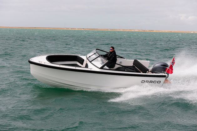 Draco 22RS takes on the Solent