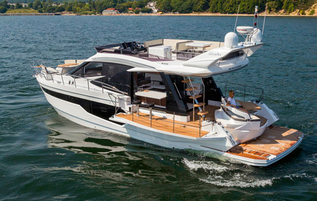 Galeon 500 Fly - rear 3Q