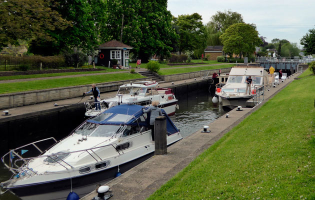 Penton Hook Thames volunteer Lock keepers