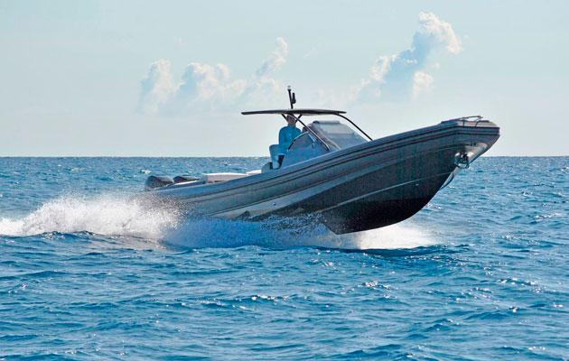 Cantieri Magazzu MX-12 during a pre-show sea trial