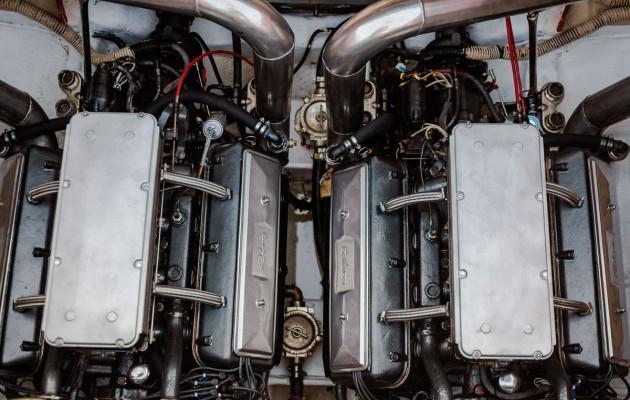 1990 Riva Ferrari 32 - engine bay