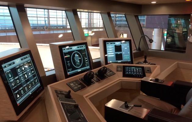 Drettman Explorer Yacht - helm