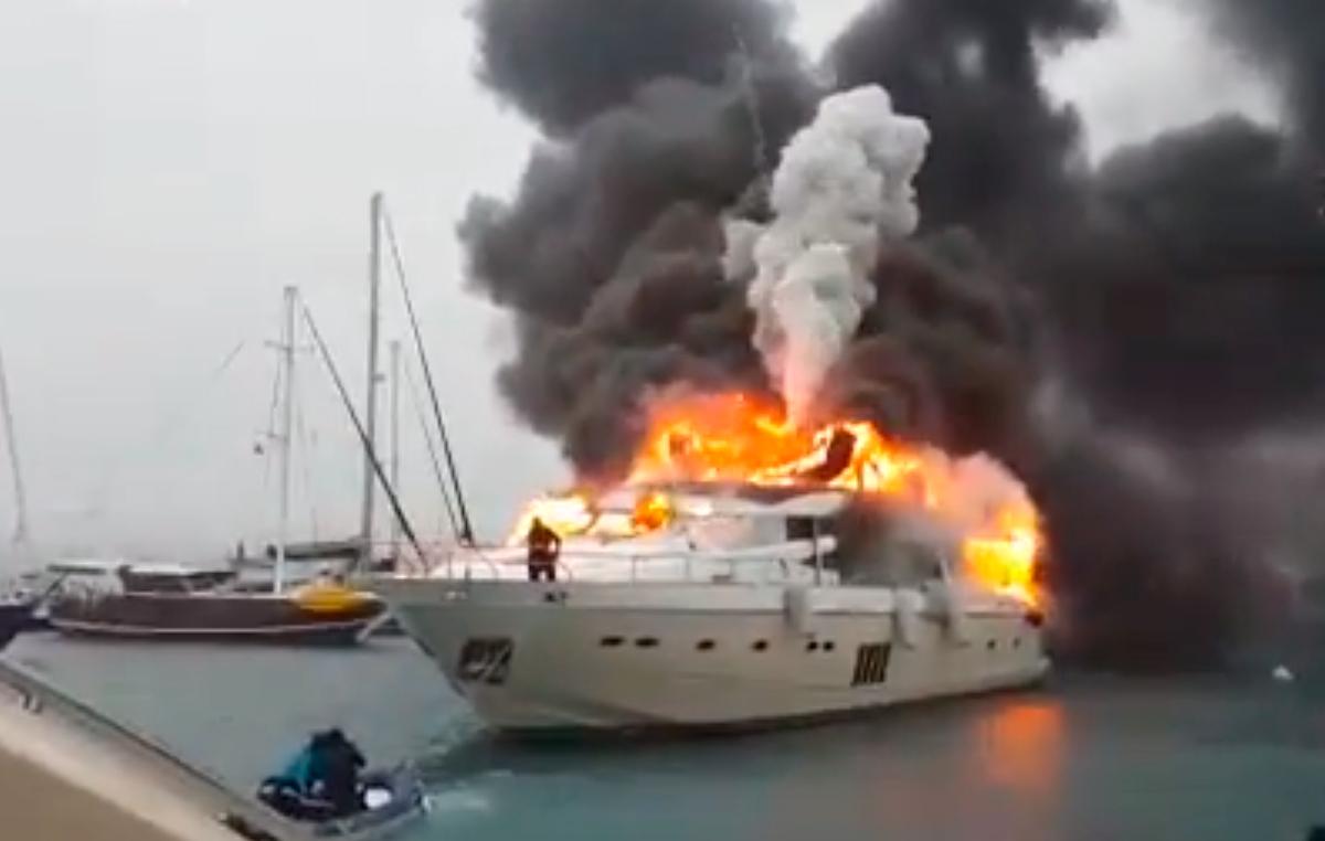 Video Princess 95 Superyacht Fire In Turkish Marina