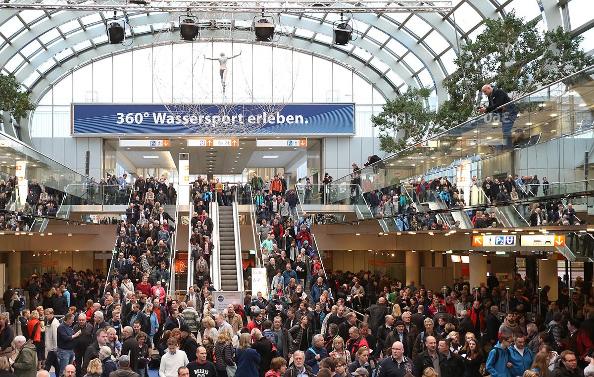 Dusseldorf Boat Show crowds 2016