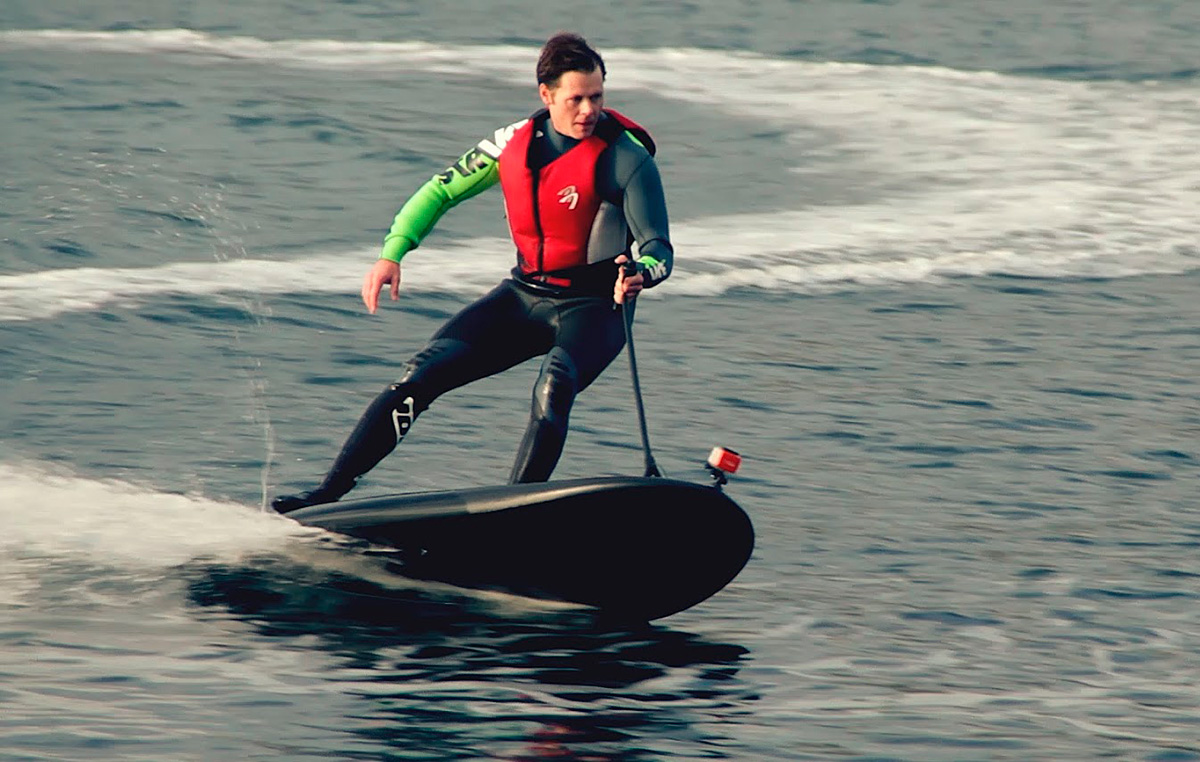 VIDEO: The world's fastest electric surfboard in action