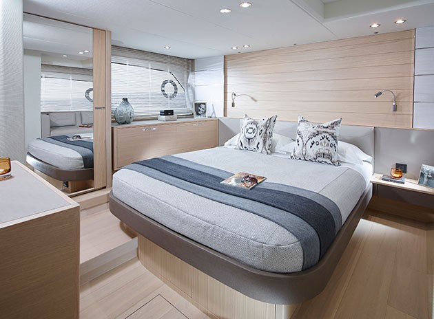Princess V58 - scissor-action berths in the VIP cabin