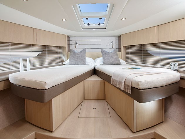 Princess V58 - scissor-action berths in the VIP cabin