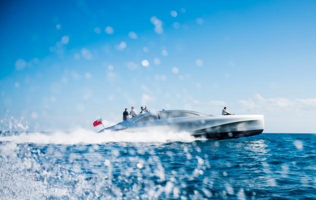 Mercedez Benz speedboat - starboard aspect