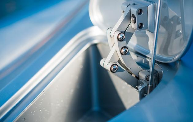 Mercedez Benz speedboat - fender locker